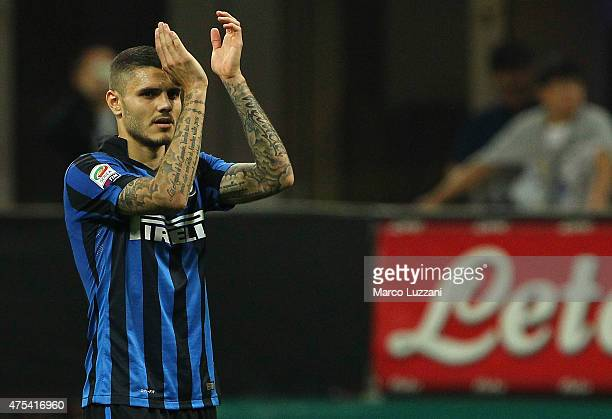Mauro Emanuel Icardi of FC Internazionale Milano salutes the fans at the end of the Serie A match between FC Internazionale Milano and Empoli FC at...