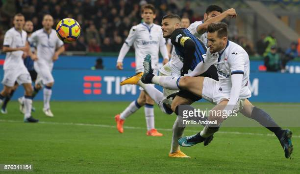 Mauro Emanuel Icardi of FC Internazionale Milano scores his second goal during the Serie A match between FC Internazionale and Atalanta BC at Stadio...