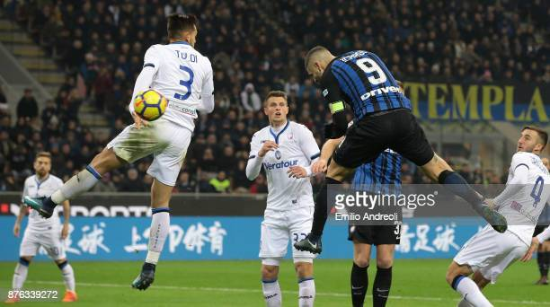 Mauro Emanuel Icardi of FC Internazionale Milano scores the opening goal during the Serie A match between FC Internazionale and Atalanta BC at Stadio...