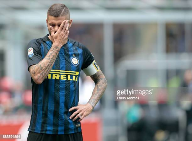 Mauro Emanuel Icardi of FC Internazionale Milano shows his frustration during the Serie A match between FC Internazionale and US Sassuolo at Stadio...