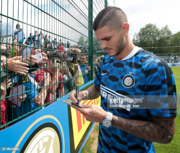 Mauro Emanuel Icardi of FC Internazionale Milano signs autographs for fans at the end of the FC Internazionale training session on July 15 2017 in...
