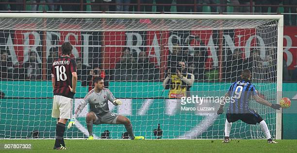 Mauro Emanuel Icardi of FC Internazionale Milano strikes the post from the penalty spot during the Serie A match between AC Milan and FC...