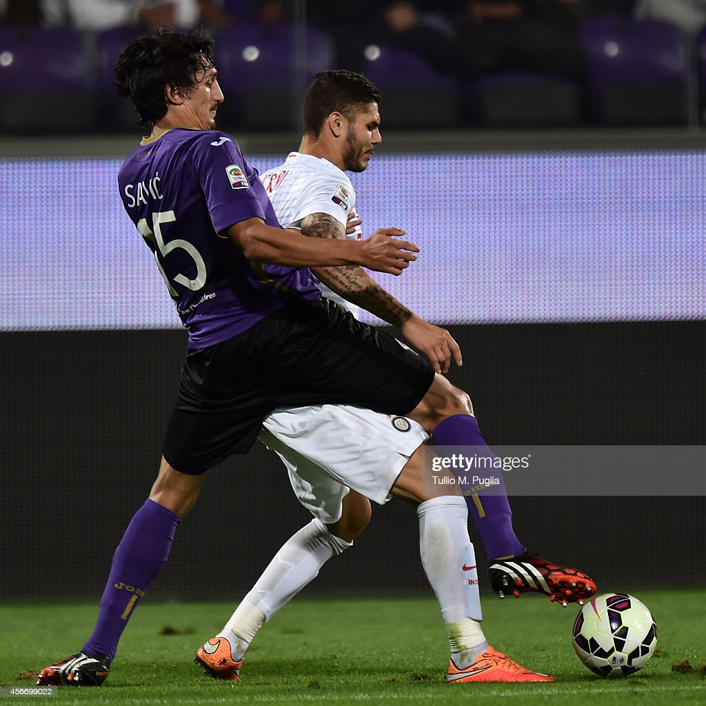 Mauro Emanuel Icardi (R) of Inter is challenged by Stefan Savic of Fiorentina during the Serie A match between ACF Fiorentina and FC Internazionale Milano at Stadio Artemio Franchi on October 5, 2014 in Florence, Italy.