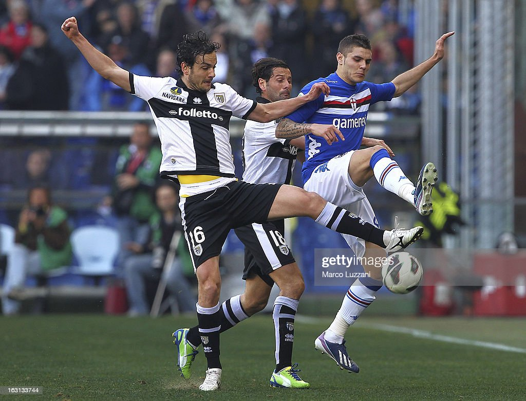 Mauro Emanuel Icardi (R) of UC Sampdoria competes for the ball with Marco Parolo (L) and Massimo Gobbi (C) of Parma FC during the Serie A match between UC Sampdoria and Parma FC at Stadio Luigi Ferraris on March 3, 2013 in Genoa, Italy.