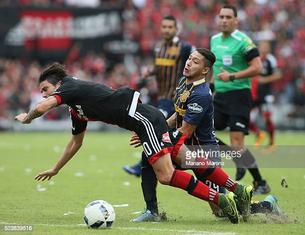 Mauro Formica of Newell's fights for the ball with Victor Salazar of Central during a match between Newell's Old Boys and Rosario Central as part of...
