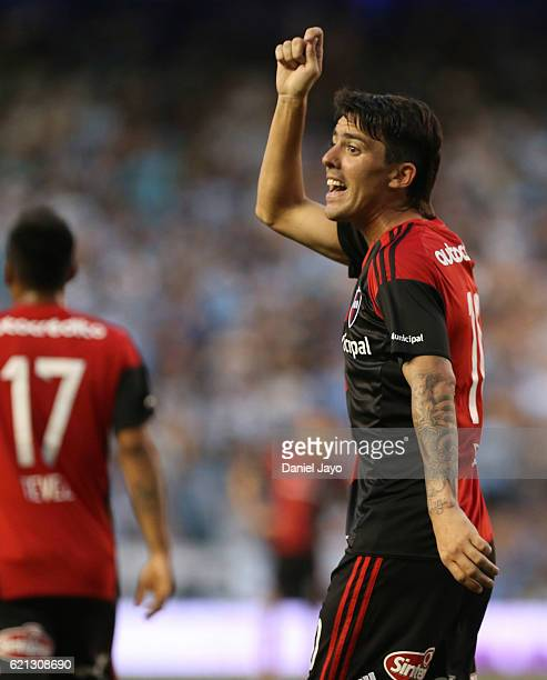 Mauro Formica of Newell's Old Boys complains to a linesman after referee annulled a goal during a match between Racing Club and Newell's Old Boys as...