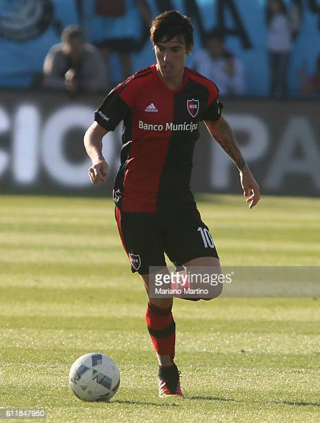 Mauro Formica of Newell's Old Boys drives the ball during a match between Temperley and Newell's Old Boys as part of fifth round of Campeonato de...