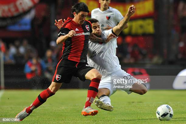 Mauro Formica of Newells Old Boys struggles for the ball with Ivan Torres of Colon during a match between Colon and Newell's Old Boys as part of...