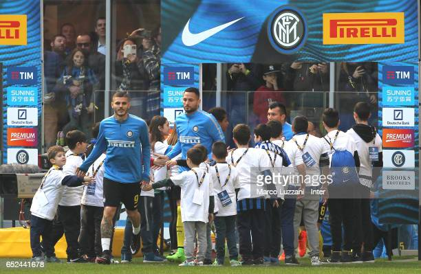 Mauro Icardi and Danilo D'Ambrosio of FC Internazionale warms up ahead of the Serie A match between FC Internazionale and Atalanta BC at Stadio...