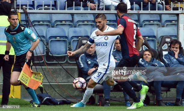 Mauro Icardi and Santiago Gentiletti during the Serie A match between Genoa CFC and FC Internazionale at Stadio Luigi Ferraris on May 7 2017 in Genoa...