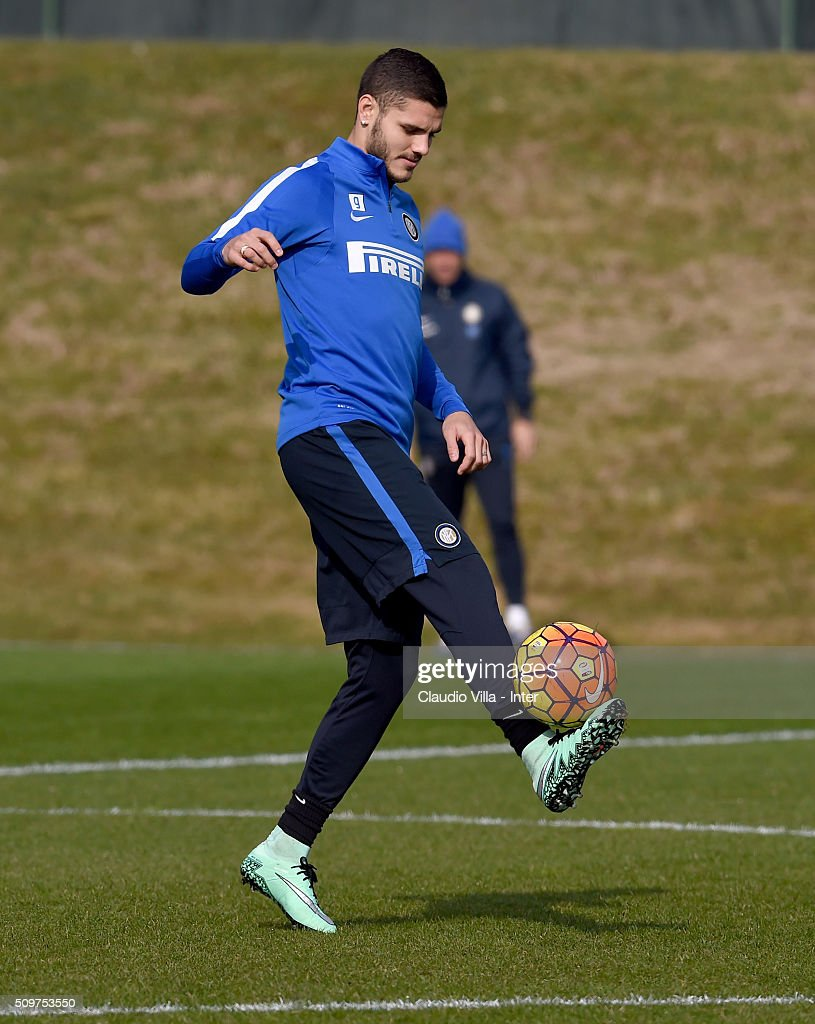 <a gi-track='captionPersonalityLinkClicked' href=/galleries/search?phrase=Mauro+Icardi&family=editorial&specificpeople=9761957 ng-click='$event.stopPropagation()'>Mauro Icardi</a> in action during the FC Internazionale training session at the club's training ground at Appiano Gentile on February 12, 2016 in Como, Italy.