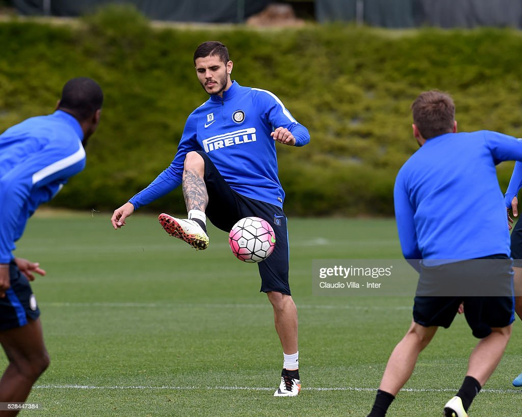 <a gi-track='captionPersonalityLinkClicked' href=/galleries/search?phrase=Mauro+Icardi&family=editorial&specificpeople=9761957 ng-click='$event.stopPropagation()'>Mauro Icardi</a> in action during the FC Internazionale training session at the club's training ground at Appiano Gentile on May 5, 2016 in Como, Italy.