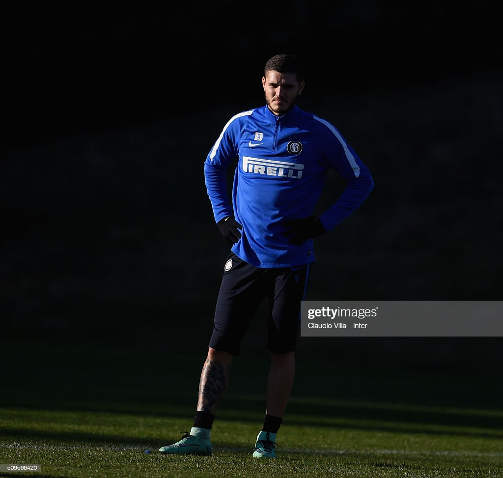 <a gi-track='captionPersonalityLinkClicked' href=/galleries/search?phrase=Mauro+Icardi&family=editorial&specificpeople=9761957 ng-click='$event.stopPropagation()'>Mauro Icardi</a> looks on during the FC Internazionale training session at the club's training ground at Appiano Gentile on February 11, 2016 in Como, Italy.