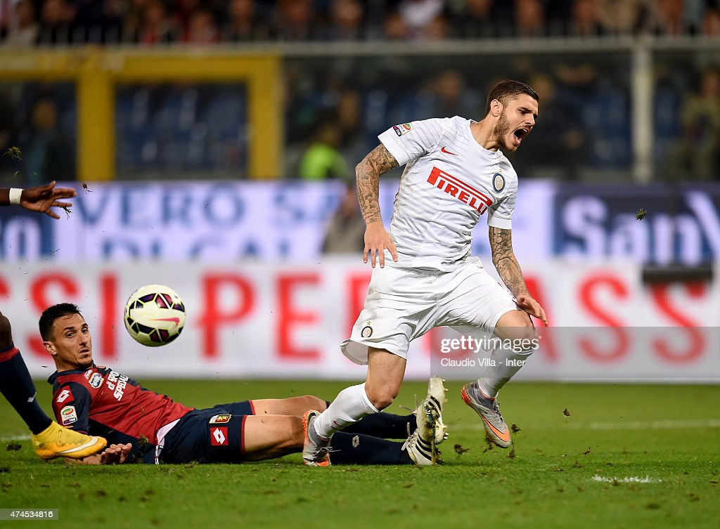 Mauro Icardi of FC Internazionale and Nicolas Burdisso of Genoa CFC compete for the ball during the Serie A match between Genoa CFC and FC...