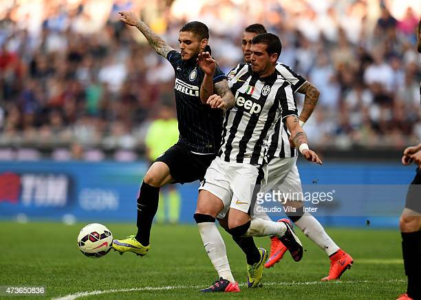 Mauro Icardi of FC Internazionale and Stefano Sturaro of Juventus during the Serie A match between FC Internazionale Milano and Juventus FC at Stadio...