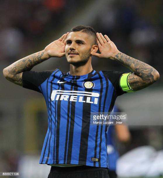 Mauro Icardi of FC Internazionale celebrates after scoring the second goal during the Serie A match between FC Internazionale and ACF Fiorentina at...