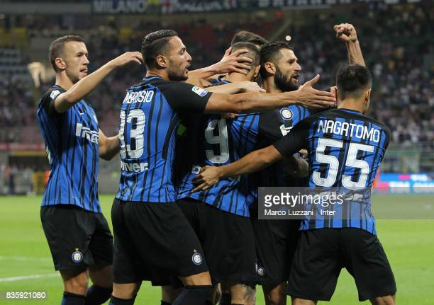 Mauro Icardi of FC Internazionale celebrates with teammates after scoring the opening goal during the Serie A match between FC Internazionale and ACF...