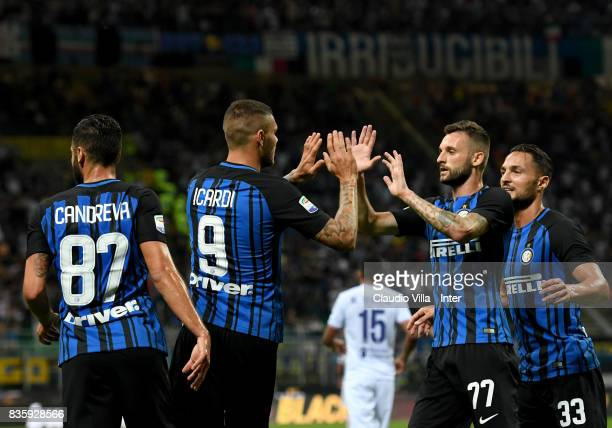 Mauro Icardi of FC Internazionale celebrates with teammates after scoring the second goal during the Serie A match between FC Internazionale and ACF...