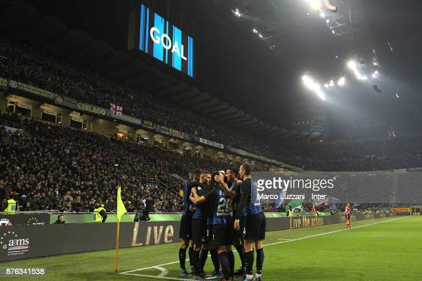 Mauro Icardi of FC Internazionale celebrates with teammates after scoring the goal during the Serie A match between FC Internazionale and Atalanta BC...