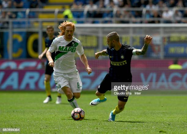 Mauro Icardi of FC Internazionale competes for the ball with Davide Biondini of US Sassuolo during the Serie A match between FC Internazionale and US...