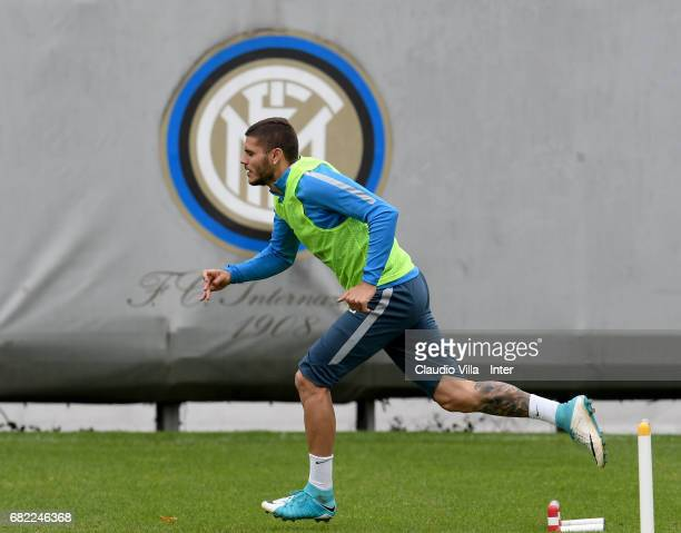 Mauro Icardi of FC Internazionale in action during FC Internazionale training session at Suning Training Center at Appiano Gentile on May 12 2017 in...