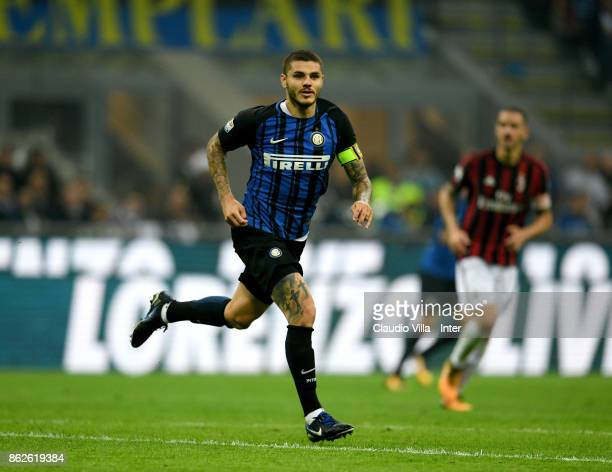 Mauro Icardi of FC Internazionale in action during the Serie A match between FC Internazionale and AC Milan at Stadio Giuseppe Meazza on October 15...