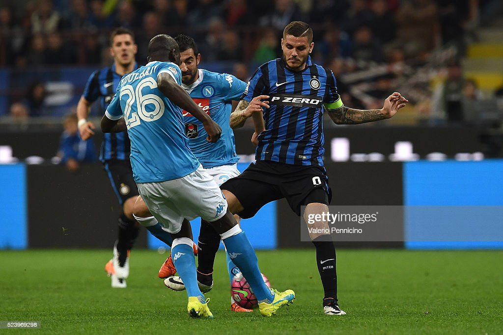 <a gi-track='captionPersonalityLinkClicked' href=/galleries/search?phrase=Mauro+Icardi&family=editorial&specificpeople=9761957 ng-click='$event.stopPropagation()'>Mauro Icardi</a> (R) of FC Internazionale Milano competes with <a gi-track='captionPersonalityLinkClicked' href=/galleries/search?phrase=Kalidou+Koulibaly&family=editorial&specificpeople=7815250 ng-click='$event.stopPropagation()'>Kalidou Koulibaly</a> of SSC Napoli during the Serie A match between FC Internazionale Milano and SSC Napoli at Stadio Giuseppe Meazza on April 16, 2016 in Milan, Italy.