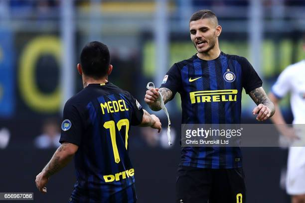 Mauro Icardi of FC Internazionale passes his captain's armband to teammate Gary Medel before being substituted during the Serie A match between FC...