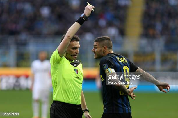 Mauro Icardi of FC Internazionale receives a yellow card during the Serie A match between FC Internazionale and Atalanta BC at Stadio Giuseppe Meazza...