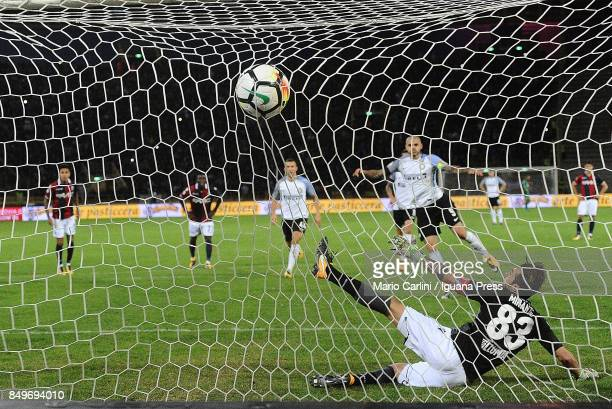 Mauro Icardi of FC Internazionale scores a goal from the penalty spot during the Serie A match between Bologna FC and FC Internazionale at Stadio...