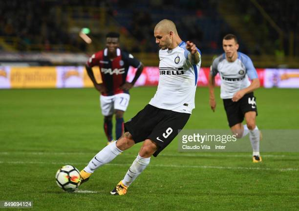 Mauro Icardi of FC Internazionale scores the first goal during the Serie A match between Bologna FC and FC Internazionale at Stadio Renato Dall'Ara...