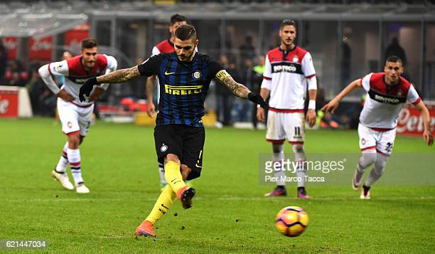 Mauro Icardi of FC Internazionale scores the penalty goal during the Serie A match between FC Internazionale and FC Crotone at Stadio Giuseppe Meazza...