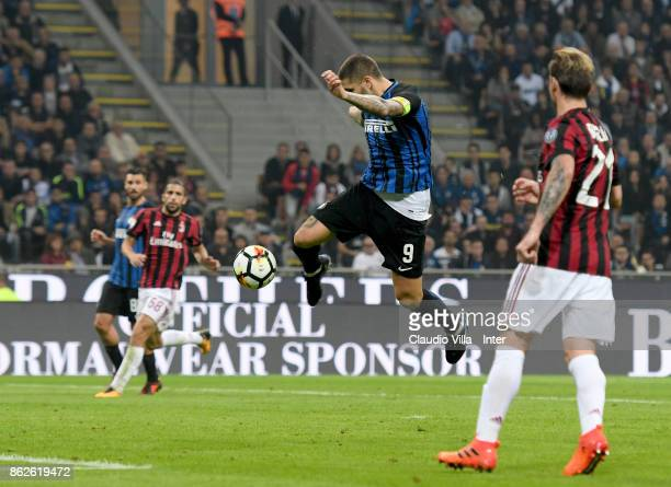Mauro Icardi of FC Internazionale scores the second goal during the Serie A match between FC Internazionale and AC Milan at Stadio Giuseppe Meazza on...