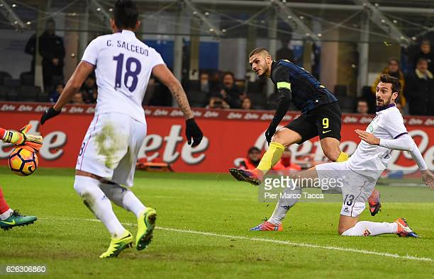 Mauro Icardi of FC Internazionale scores the third goal during the Serie A match between FC Internazionale and ACF Fiorentina at Stadio Giuseppe...