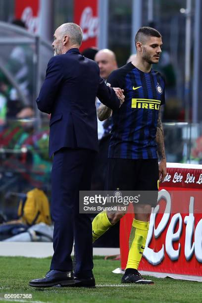 Mauro Icardi of FC Internazionale shakes hands with coach Stefano Pioli after being substituted during the Serie A match between FC Internazionale...