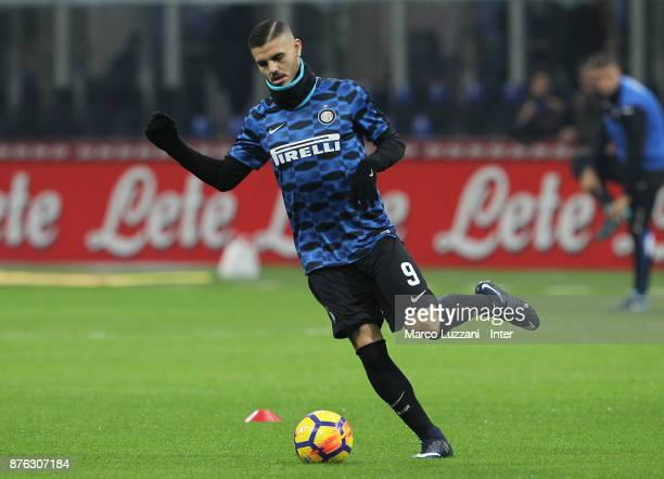 Mauro Icardi of FC Internazionale warms up ahead of the Serie A match between FC Internazionale and Atalanta BC at Stadio Giuseppe Meazza on November...
