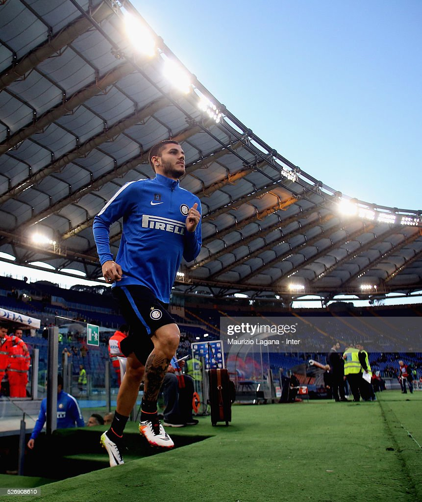 <a gi-track='captionPersonalityLinkClicked' href=/galleries/search?phrase=Mauro+Icardi&family=editorial&specificpeople=9761957 ng-click='$event.stopPropagation()'>Mauro Icardi</a> of Inter before the Serie A match between SS Lazio and FC Internazionale Milano at Stadio Olimpico on May 1, 2016 in Rome, Italy.