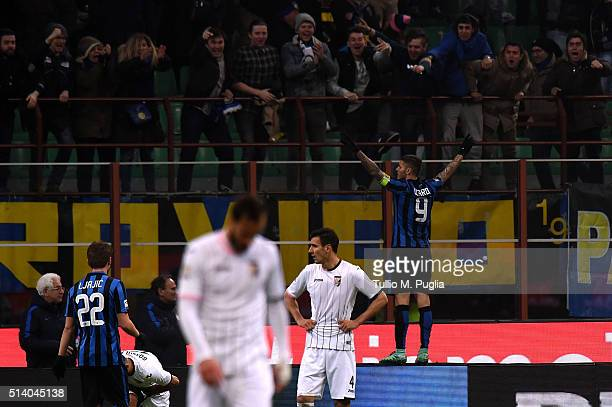 Mauro Icardi of Inter celebrates after scoring his team's second goal during the Serie A match between FC Internazionale Milano and US Citta di...