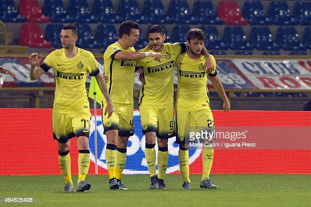 Mauro Icardi of Internazionale Milano celebrates with his teamates after scoring the opening goal during the Serie A match between Bologna FC and FC...
