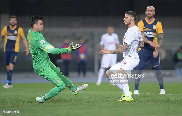 Mauro Icardi of Internazionale Milano scores his opening goal during the Serie A match between Hellas Verona FC and FC Internazionale Milano at...