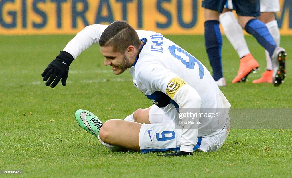 <a gi-track='captionPersonalityLinkClicked' href=/galleries/search?phrase=Mauro+Icardi&family=editorial&specificpeople=9761957 ng-click='$event.stopPropagation()'>Mauro Icardi</a> of Internazionale Milano shows his dejection during the Serie A match between Hellas Verona FC and FC Internazionale Milano at Stadio Marc'Antonio Bentegodi on February 7, 2016 in Verona, Italy.