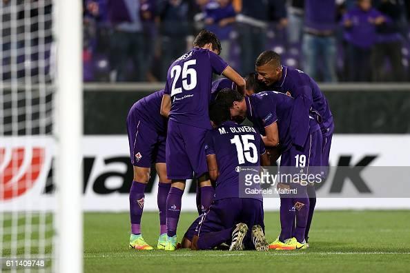 Mauro Zarate of ACF Fiorentina celebrates after scoring a goal during the UEFA Europa League match between ACF Fiorentina and Qarabag FK at Artemio...