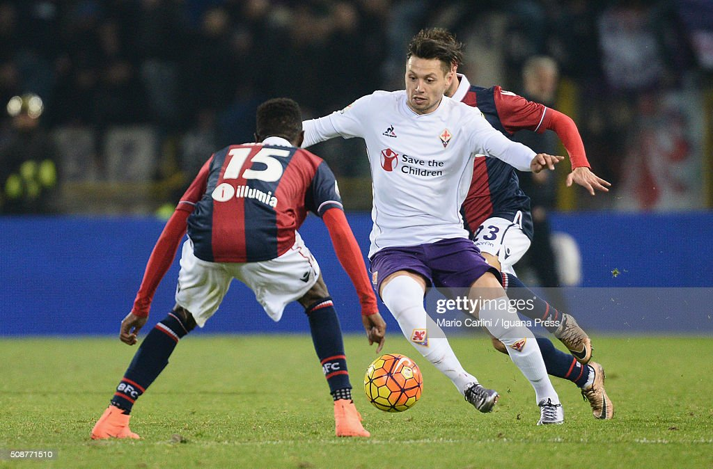 Mauro Zarate # 7 of ACF Fiorentina in action during the Serie A match between Bologna FC and ACF Fiorentina at Stadio Renato Dall'Ara on February 6, 2016 in Bologna, Italy.