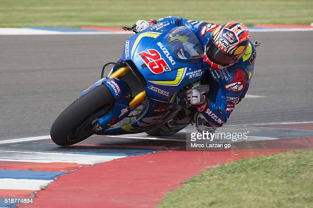 Maverick Vinales of Spain and Team Suzuki ECSTAR rounds the bend during the MotoGp of Argentina Qualifying at Termas De Rio Hondo Circuit on April 02...