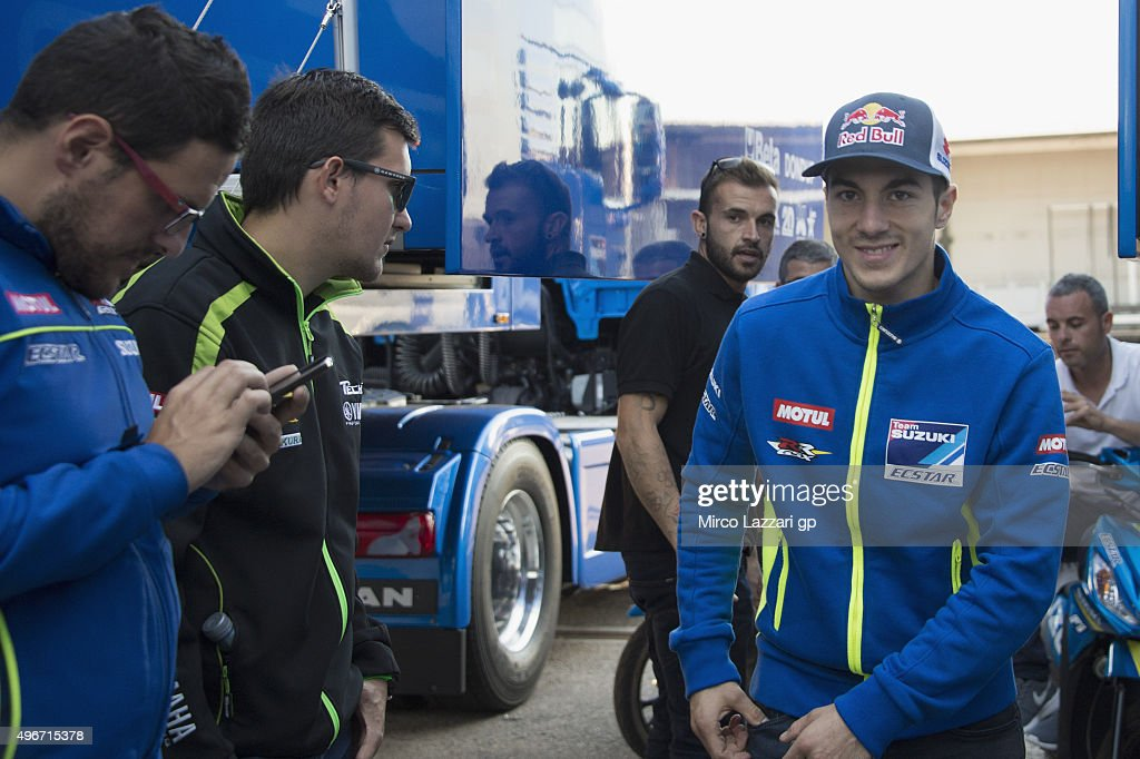 <a gi-track='captionPersonalityLinkClicked' href=/galleries/search?phrase=Maverick+Vinales&family=editorial&specificpeople=7535430 ng-click='$event.stopPropagation()'>Maverick Vinales</a> of Spain and Team Suzuki MotoGP smiles at fans in paddock at the end of the second day of test during the MotoGp Tests In Valencia at Ricardo Tormo Circuit on November 11, 2015 in Valencia, Spain.