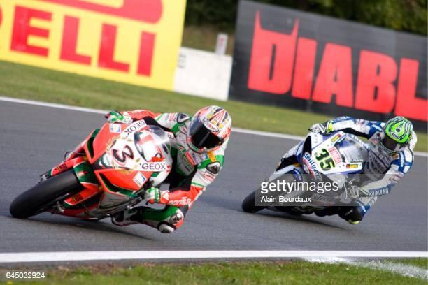Max Biaggi Aprilia Alitalia Racing / Carl Crutchlow Yamaha Sterilgarda championnat du monde Superbike course Circuit Nevers Magny cours Photo Alain...
