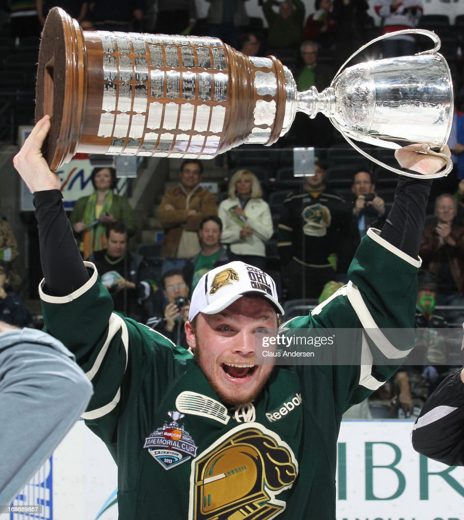 <a gi-track='captionPersonalityLinkClicked' href=/galleries/search?phrase=Max+Domi&family=editorial&specificpeople=8321782 ng-click='$event.stopPropagation()'>Max Domi</a> #16 of the London Knights hoists the Robertson Cup after defeating the Barrie Colts in Game Seven of the 2013 OHL Championship Final on May 13, 2013 at the Budweiser Gardens in London, Ontario, Canada. The Knights defeated the Colts 3-2 to win the OHL Championship 4-3.