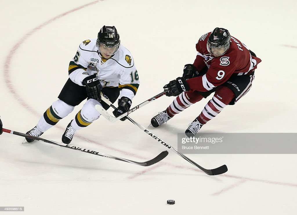 <a gi-track='captionPersonalityLinkClicked' href=/galleries/search?phrase=Max+Domi&family=editorial&specificpeople=8321782 ng-click='$event.stopPropagation()'>Max Domi</a> #16 of the London Knights skates against the Guelph Storm during the 2014 Memorial Cup tournament at Budweiser Gardens on May 21, 2014 in London, Ontario, Canada.