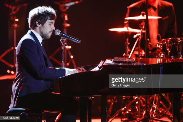 Max Giesinger performs the Goldene Kamera show on March 4 2017 in Hamburg Germany