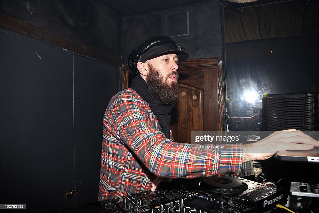 Max Glazer spins at GETLIVE! With Max Glazer And Statik Selektah at Lil Charlie's on February 26, 2013 in New York City.
